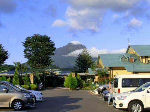 湯布院ガーデンホテルから由布岳を望む。