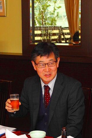 猿見田隆宏副支部長 乾杯